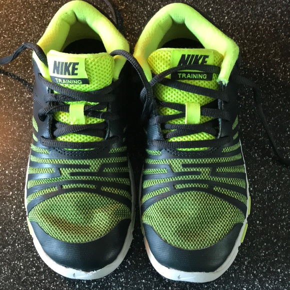 8306f02ed56 Boys Nike Shoes Green Size 1